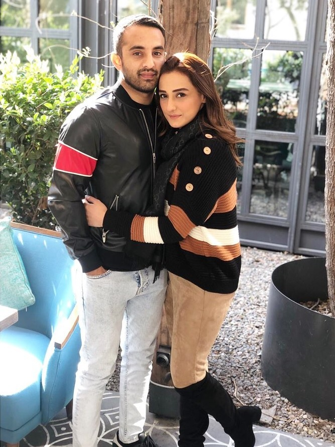 Momal Sheikh Latest Pictures with her Husband (15)