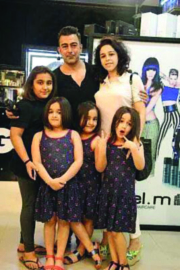 Pakistani Actor Shan Shahid Latest Images with Family (10)