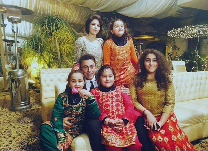 Pakistani Actor Shan Shahid Latest Images with Family (12)