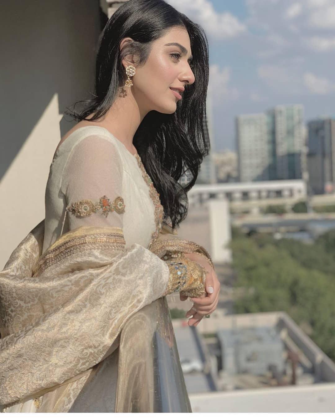 Pakistani Model Sarah Khan Photoshoot (11)