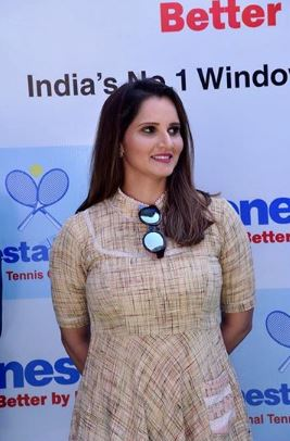 Sania Mirza Malik Latest Images With Her Daughter (3)