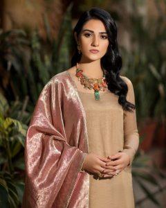 Actress Sarah Khan New Pictures for Nilofar Shahid (11)