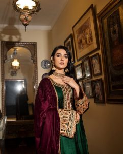 Actress Sarah Khan New Pictures for Nilofar Shahid (15)