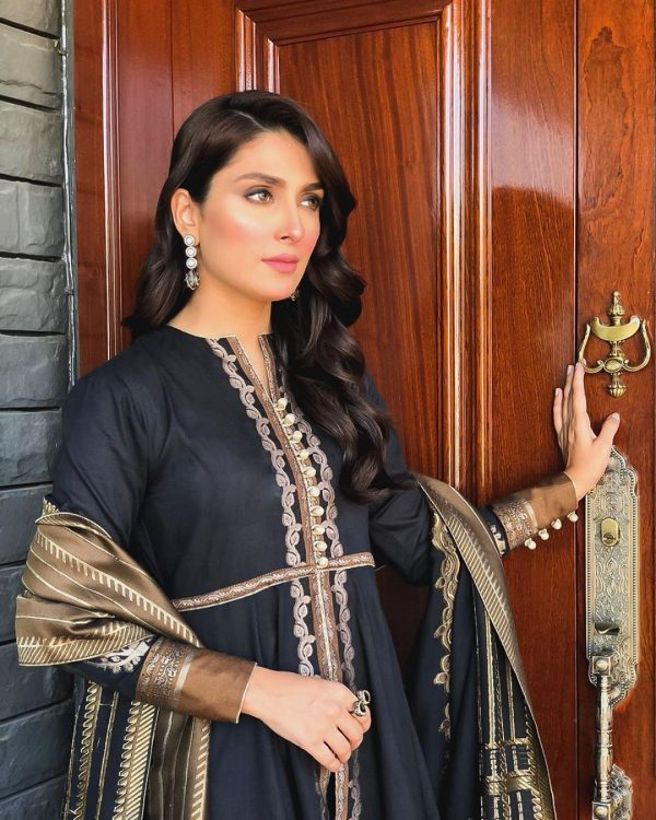 Danish Taimoor & Ayeza Khan Daughter Hoorain Pictures (13)