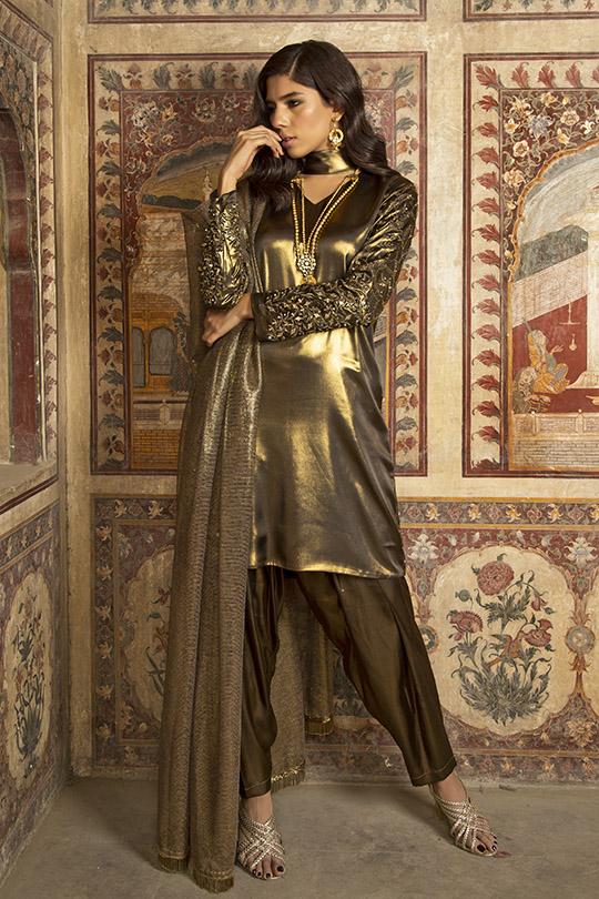 Glamorous Winter Formals Collection 2019-20 By Natasha Kamal (9)