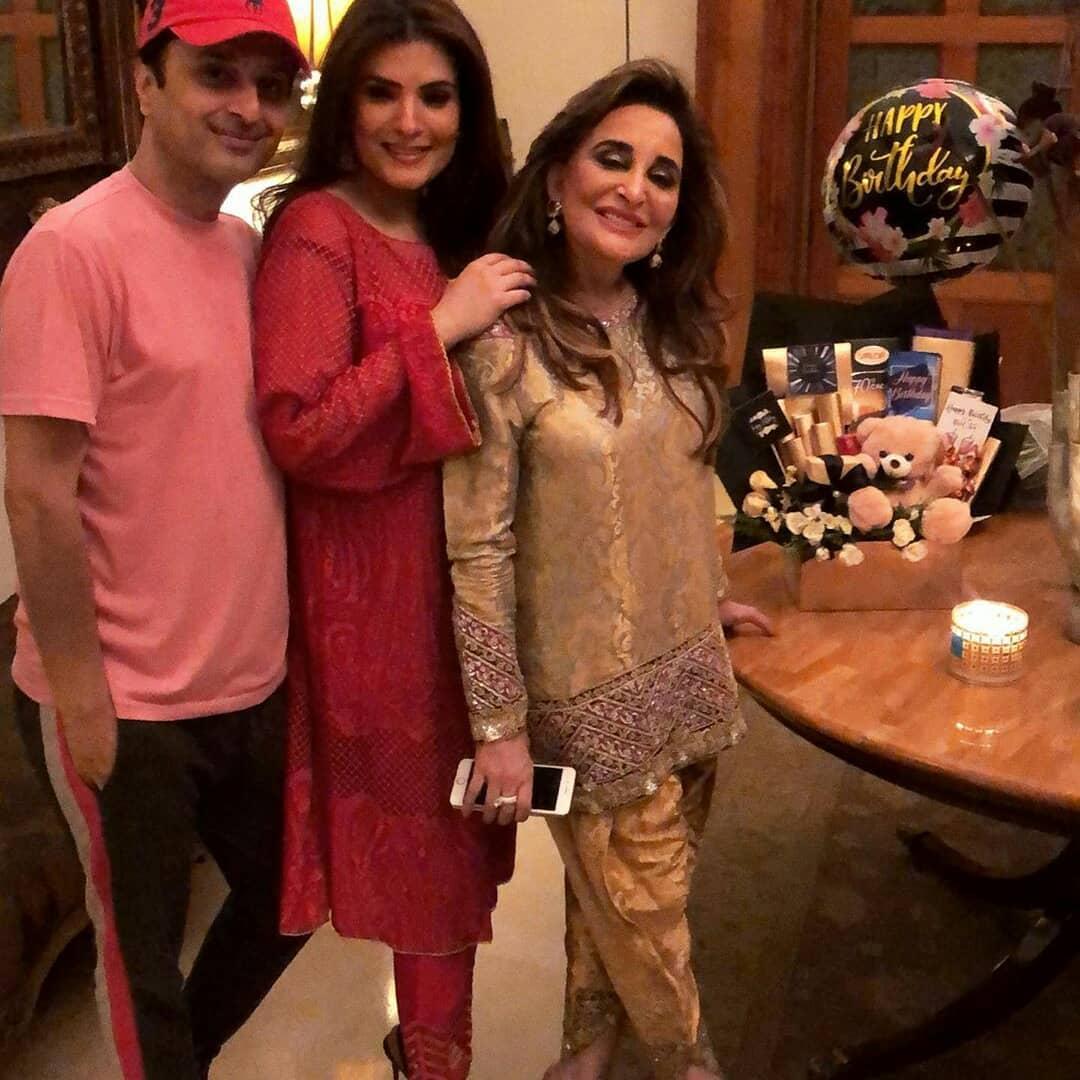 Resham Pakistani Actress Celebrate Birthday Party with Friends (10)