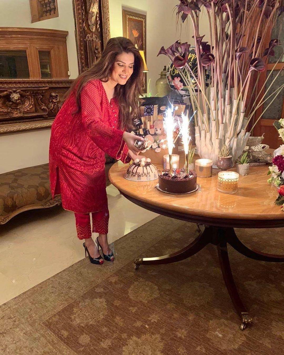 Resham Pakistani Actress Celebrate Birthday Party with Friends (11)