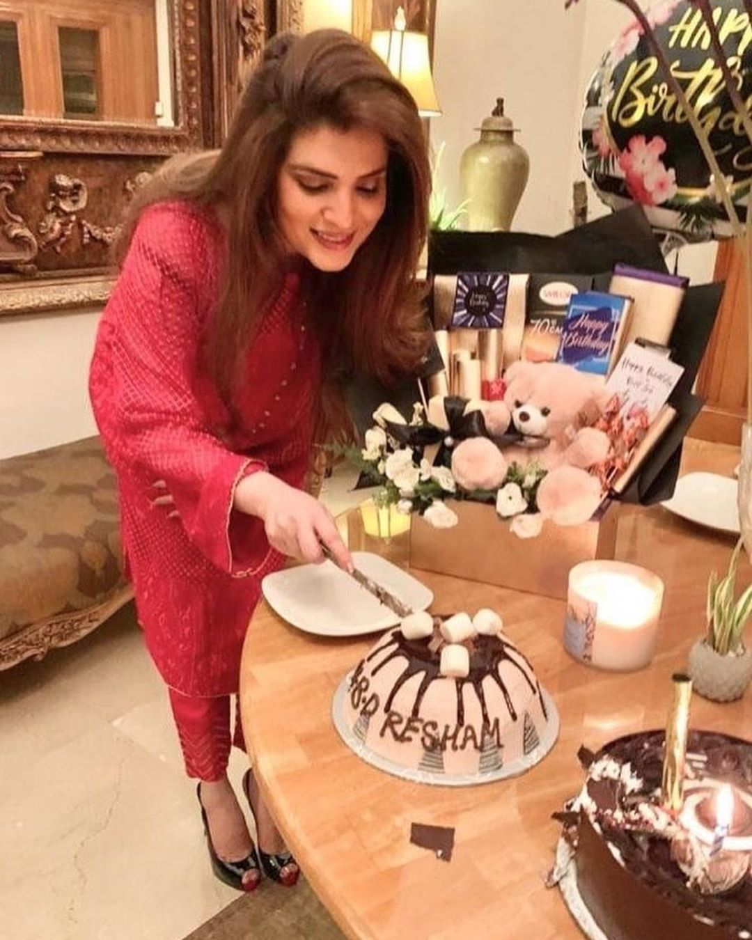 Resham Pakistani Actress Celebrate Birthday Party with Friends (12)
