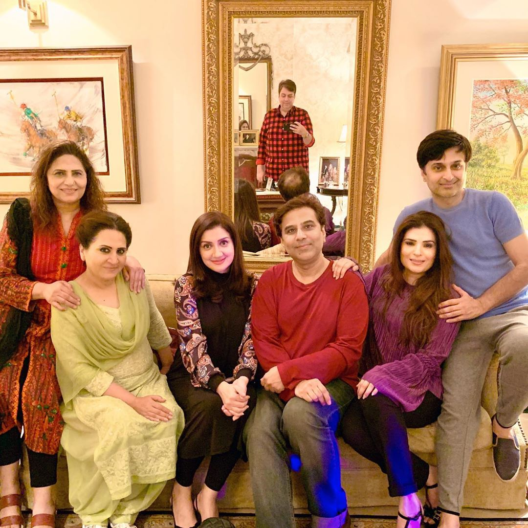 Resham Pakistani Actress Celebrate Birthday Party with Friends (4)
