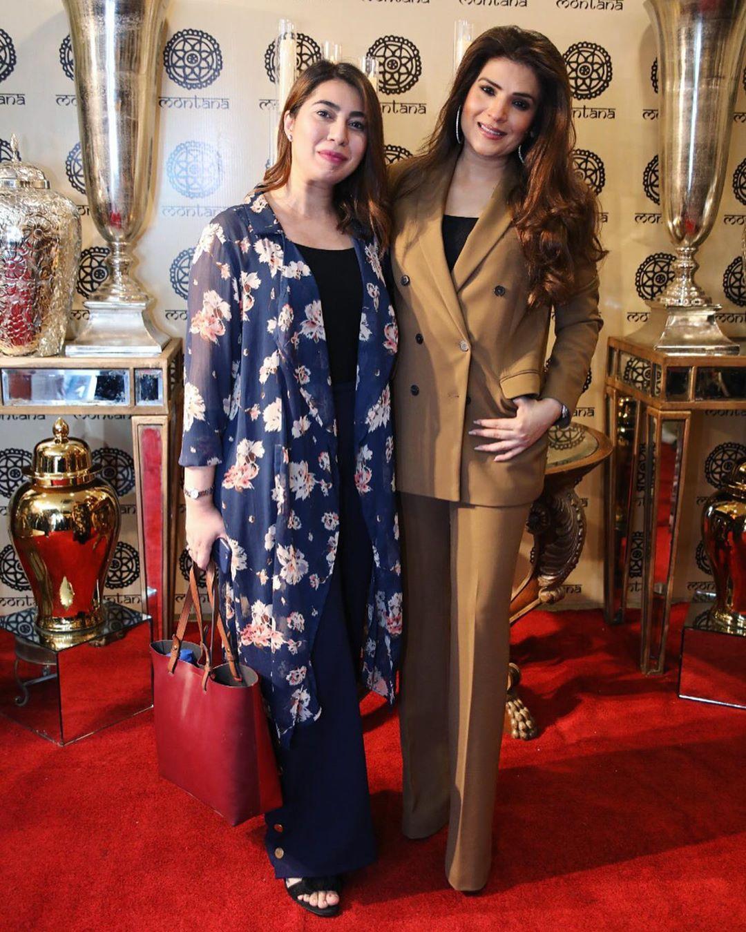 Resham Pakistani Actress Celebrate Birthday Party with Friends (5)