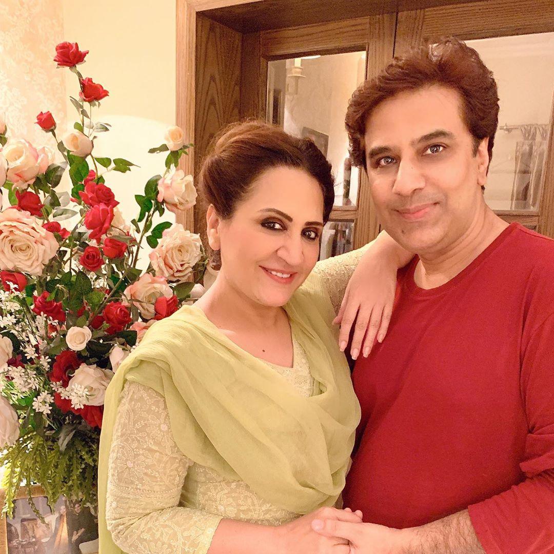 Resham Pakistani Actress Celebrate Birthday Party with Friends (6)