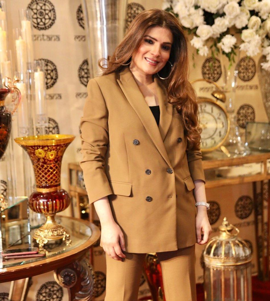 Resham Pakistani Actress Celebrate Birthday Party with Friends (7)