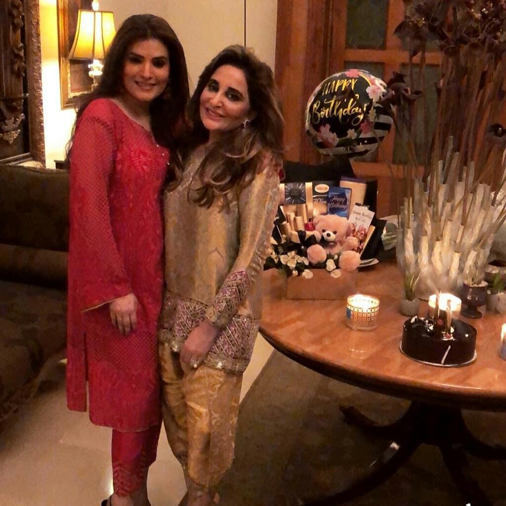 Resham Pakistani Actress Celebrate Birthday Party with Friends (8)