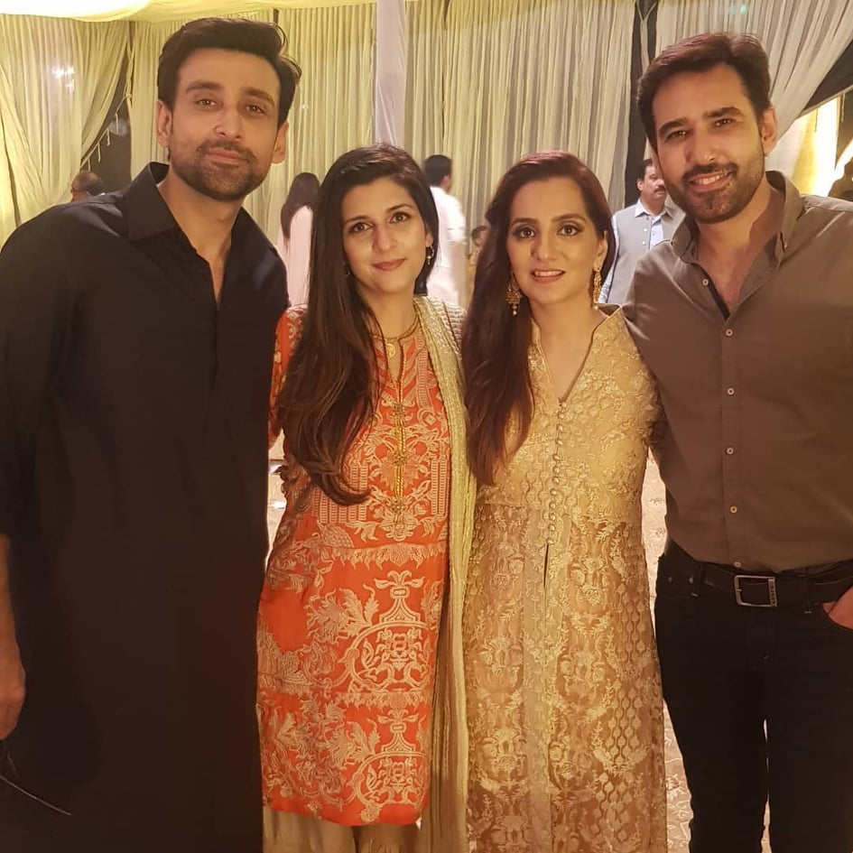 Sami Khan And His Wife Images at a Family Wedding (12)