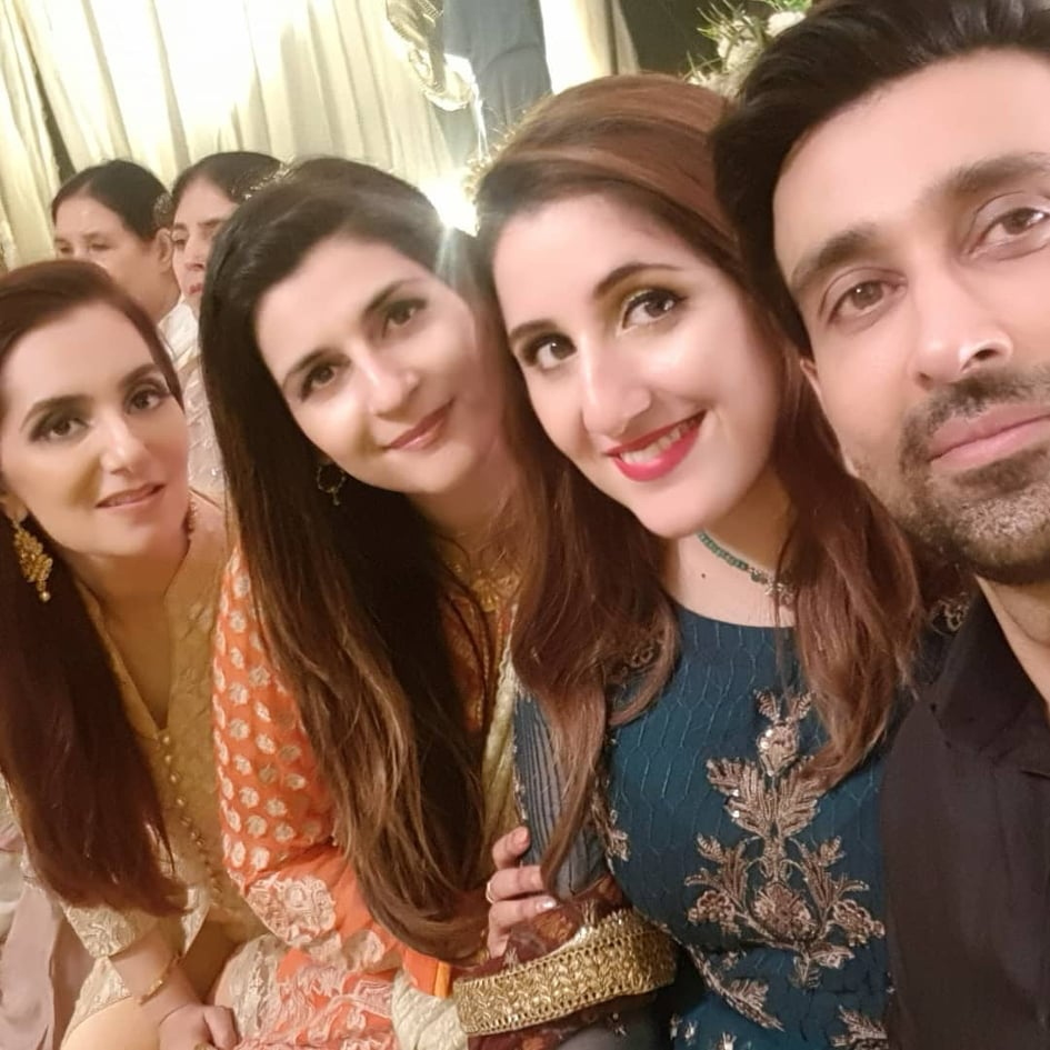 Sami Khan And His Wife Images at a Family Wedding (19)