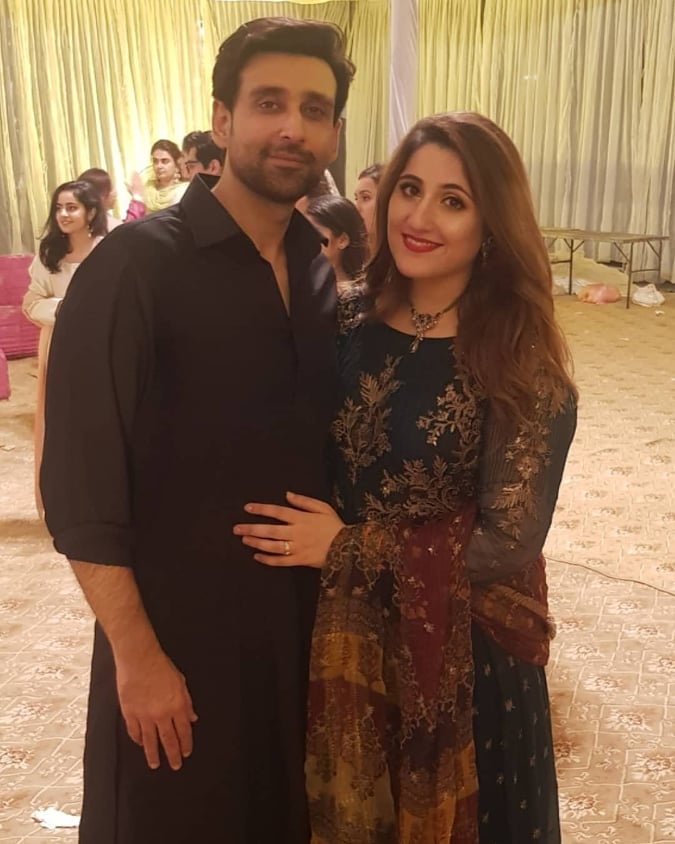 Sami Khan And His Wife Images at a Family Wedding (22)
