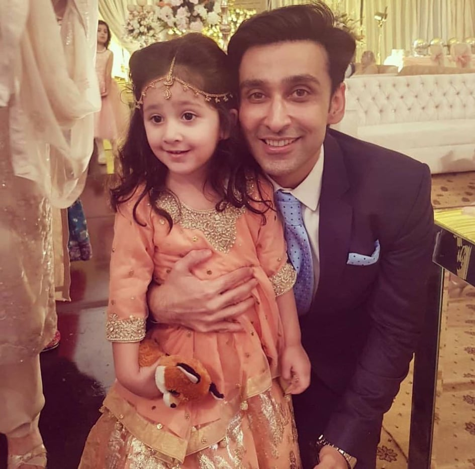 Sami Khan And His Wife Images at a Family Wedding (24)