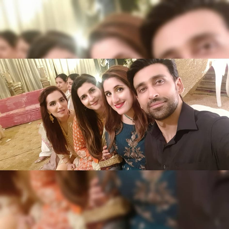 Sami Khan And His Wife Images at a Family Wedding (7)