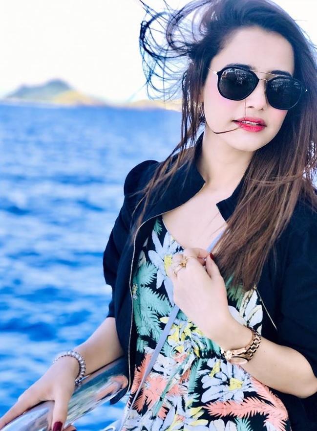 Saniya Shamshad Pakistani Actress Images with her Husband in Australia (26)