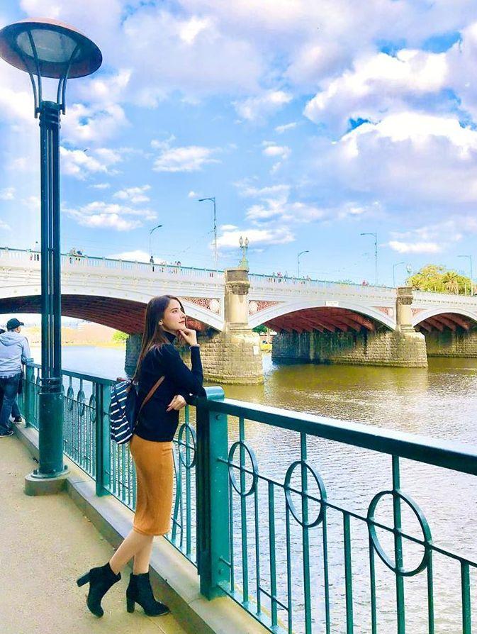 Saniya Shamshad Pakistani Actress Images with her Husband in Australia (3)