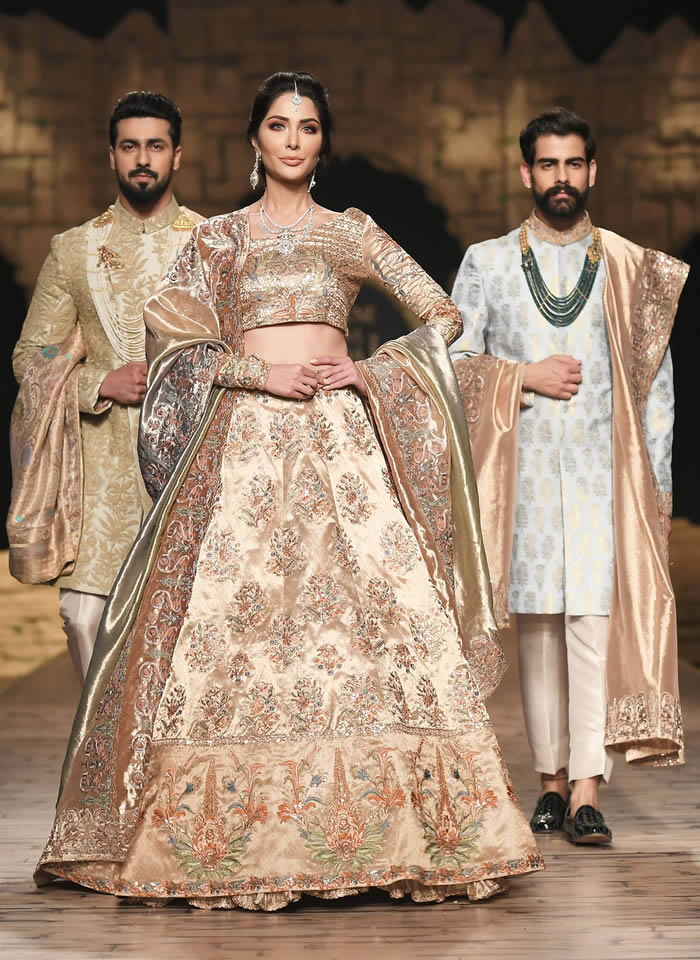 Dastaan-e-Firdaus Bridal Collection at PHBCW19 By Nilofer Shahid (13)