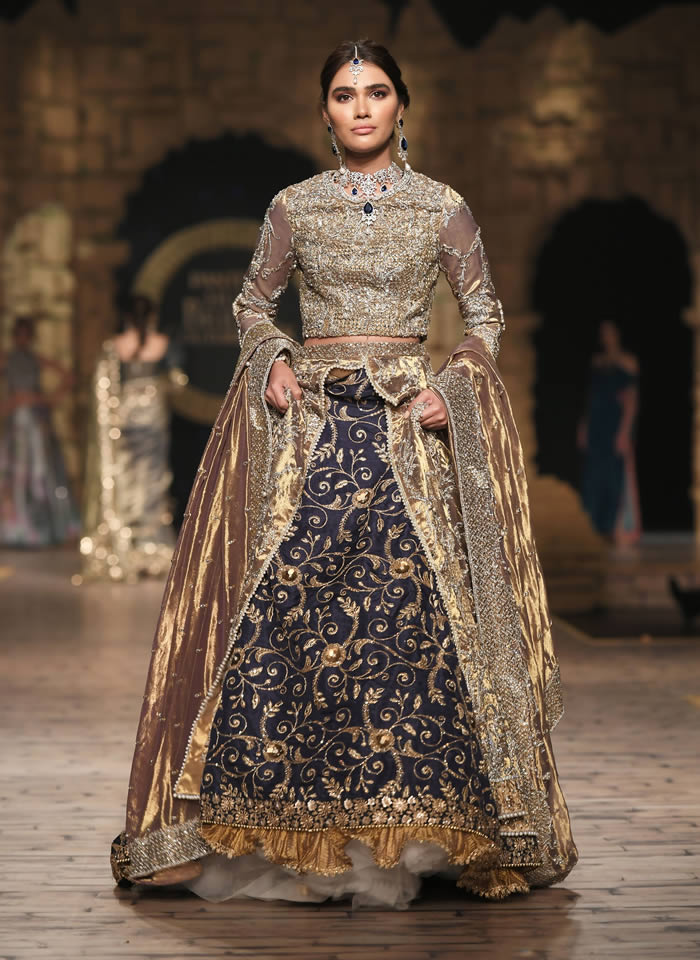Dastaan-e-Firdaus Bridal Collection at PHBCW19 By Nilofer Shahid (14)