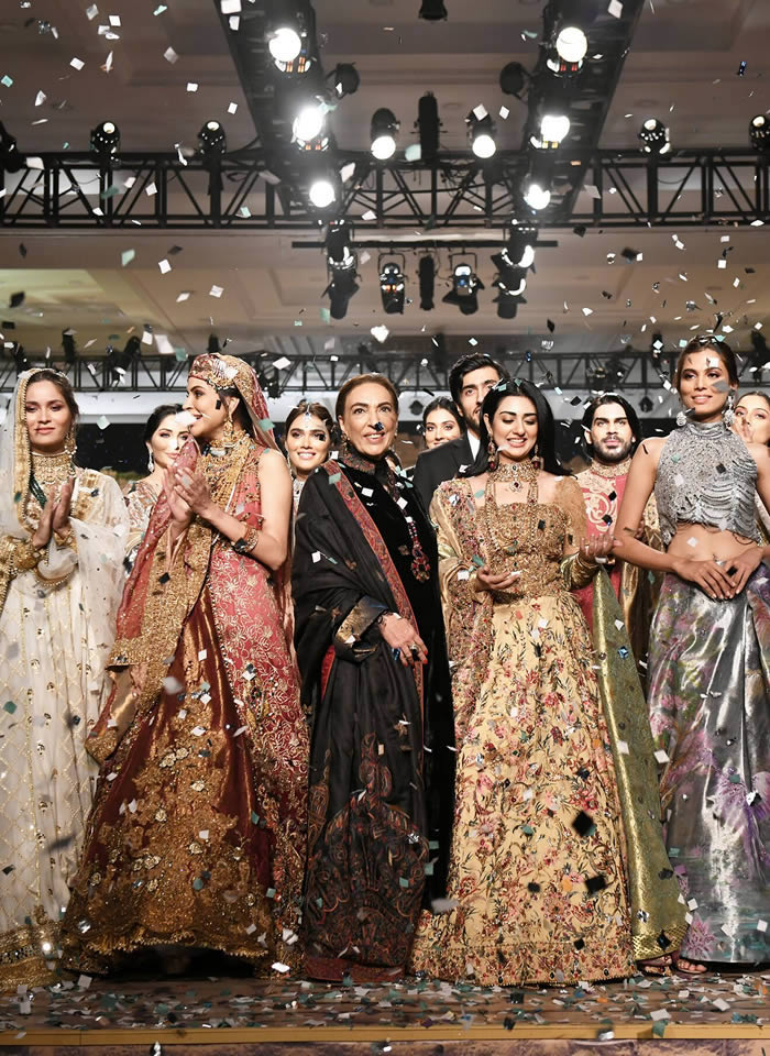 Dastaan-e-Firdaus Bridal Collection at PHBCW19 By Nilofer Shahid (19)