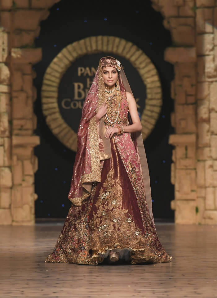 Dastaan-e-Firdaus Bridal Collection at PHBCW19 By Nilofer Shahid (2)