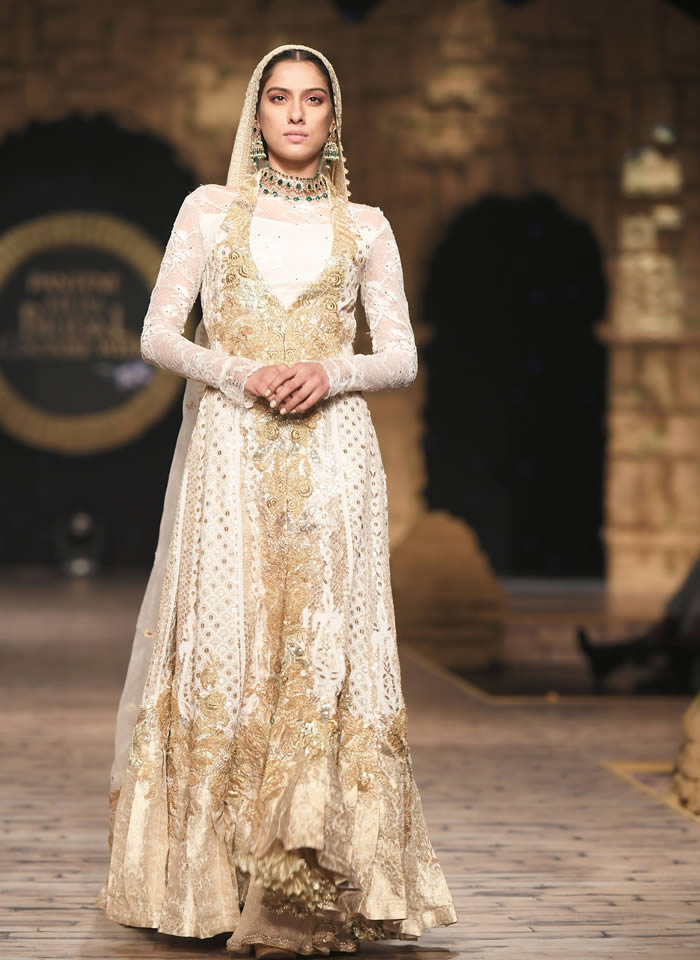 Dastaan-e-Firdaus Bridal Collection at PHBCW19 By Nilofer Shahid (21)