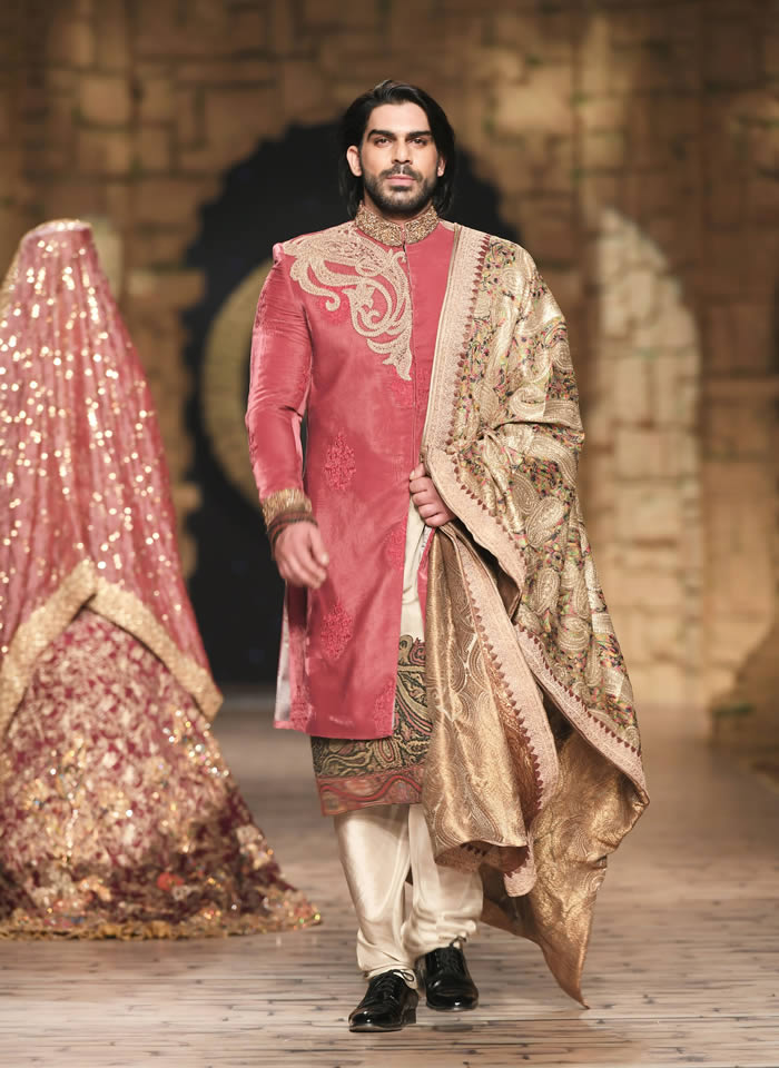 Dastaan-e-Firdaus Bridal Collection at PHBCW19 By Nilofer Shahid (5)