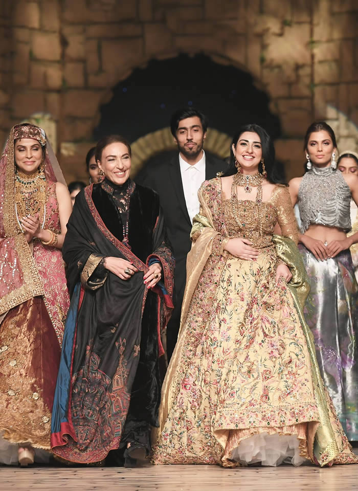 Dastaan-e-Firdaus Bridal Collection at PHBCW19 By Nilofer Shahid (8)