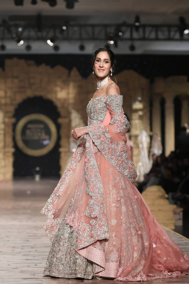 Gul Mohar Luxury Dresses Collection at Bridal Couture Week 2019-20 by Honey Waqar (2)