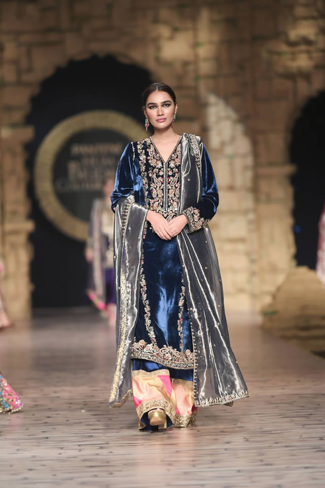 Gul Mohar Luxury Dresses Collection at Bridal Couture Week 2019-20 by Honey Waqar (23)