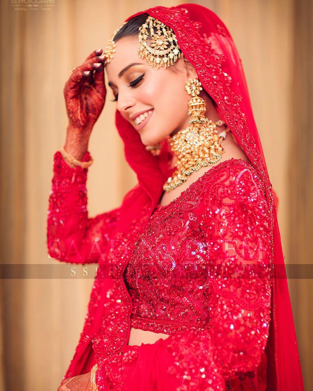 Iqra Aziz and Yasir Hussain Wedding Pictures (14)