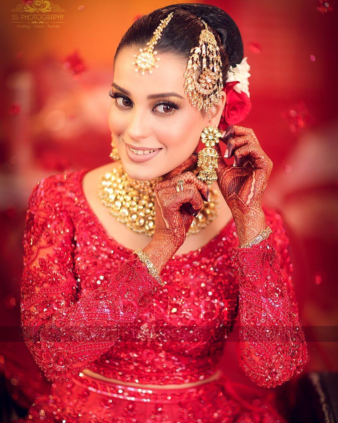 Iqra Aziz and Yasir Hussain Wedding Pictures (8)