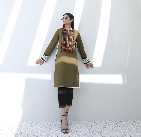 Mid-Winter Minimalistic Fashion Collection 2020 By Sana Safinaz (11)