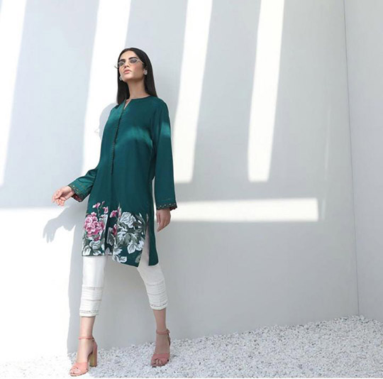 Mid-Winter Minimalistic Fashion Collection 2020 By Sana Safinaz (14)