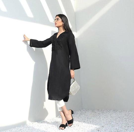 Mid-Winter Minimalistic Fashion Collection 2020 By Sana Safinaz (3)