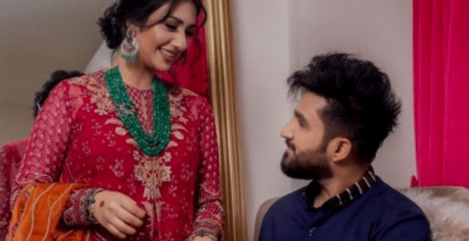 Singer Falak Shabir Romantic Pictures With Sarah Khan (1)