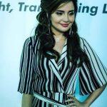 Armeena Khan New Look Beautiful Images (4)