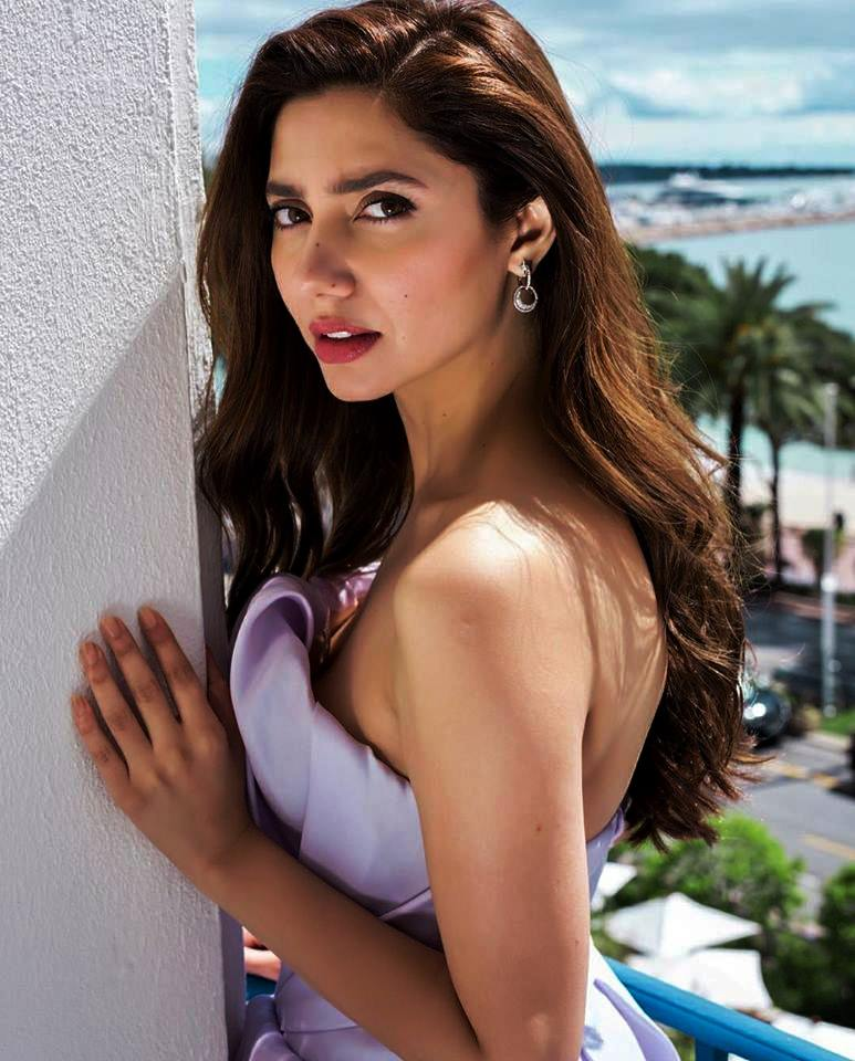 Mahira Khan Pictures in Cannes France 2018 (1)