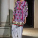 Embroidery Lawn Collection 2018 By Warda Kashmiri (3)