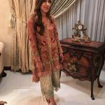 RABIA FAROOQUI MEETS ALL THE CORRECT NOTES THAT THE DESIGNS OF NADIA FAROOQUI MAKE (5)