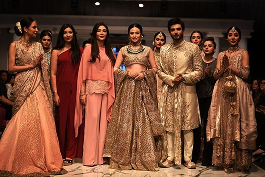 RIVAAJ UPS THE COUTURE ANTE BY LAJWANTI (2)