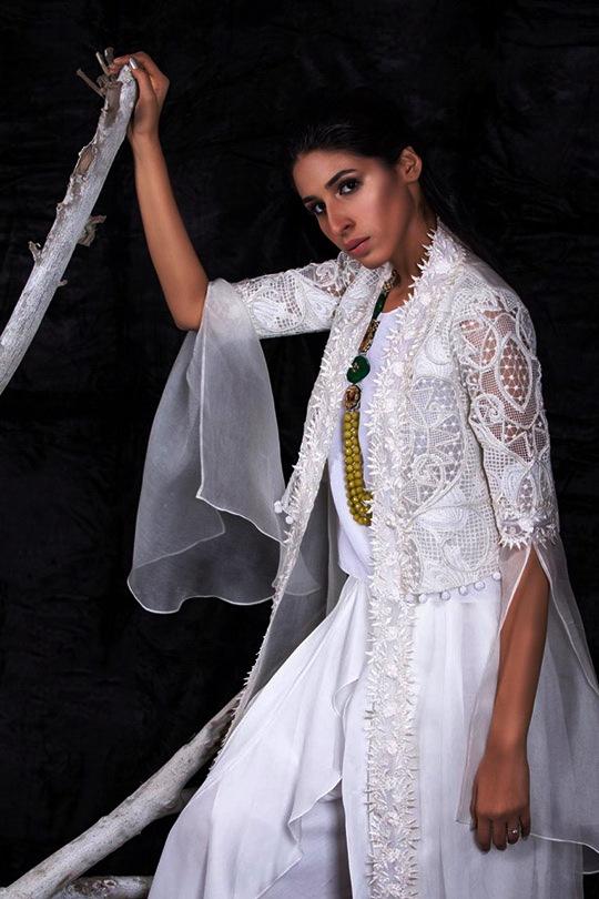 Iris White Fiesta Featuring Collection By Aleena & Fareena (12)