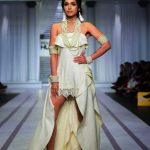 Pearlessence Couture Collection 2019 at Pantene HUM Showcase By Rizwan Beyg (13)