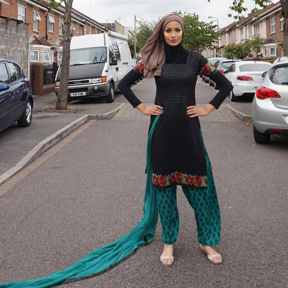 How Pakistani Womens Wear Hijab With Shalwar kameez (9)