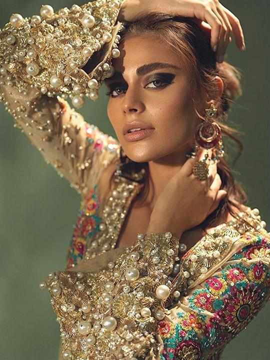 Six Ways Sadaf Kanwal raises her glamor ratio (2)