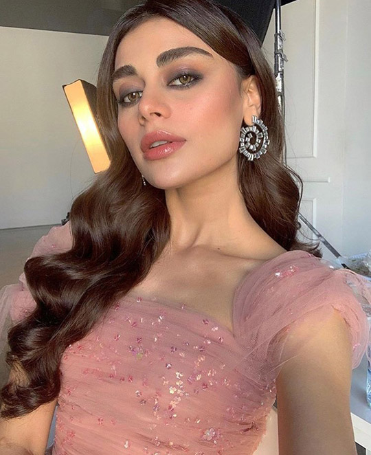 Six Ways Sadaf Kanwal raises her glamor ratio (3)