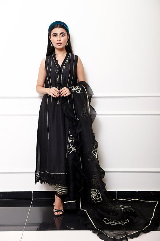 Farah Talib Aziz Winter Festive Looks That Will Take Your Style Higher (2)